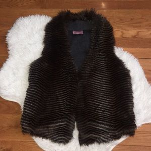 Romeo + Juliet Couture Faux Fur Vesr